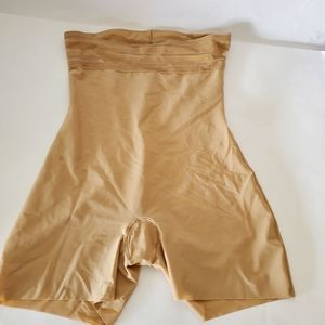 Assets by Spanx Body shaper nude size medium